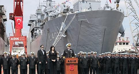 Türkiye'nin en büyük savaş gemisi hizmete girdi!