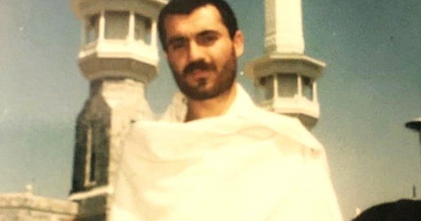 Fotoğraftaki genç, Türkiye'nin en sevdiği ve güvendiği isimlerden biri.