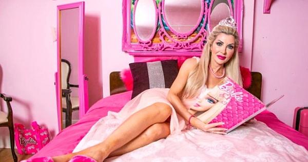 Kendini Barbie bebeğe çevirmek için servet harcadı! Eski hali inanılmaz
