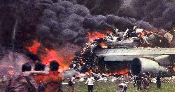 Tarihin en büyük uçak kazaları... 2 uçak çarpıştı, 582 can aldı