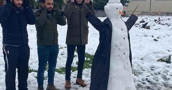 Memleketten ilginç kardan adam manzaraları