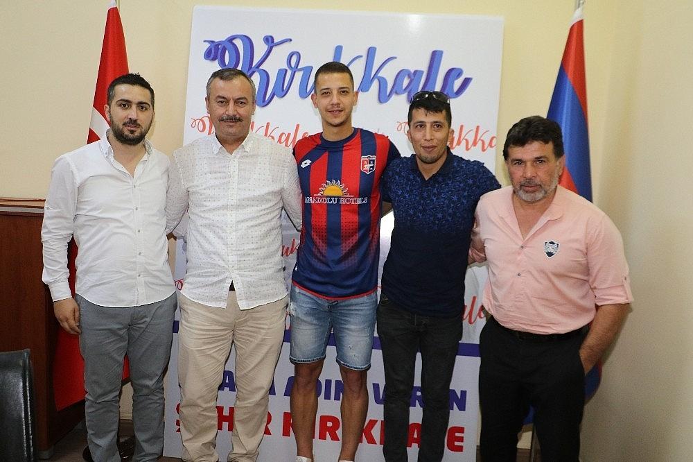 2018/06/buyuk-anadolu-kirikkalespor-3-3-gun-art-arda-gerceklestirdigi-imza-toreninde-7-futbolcu-transfer-etti-20180613AW41-2.jpg