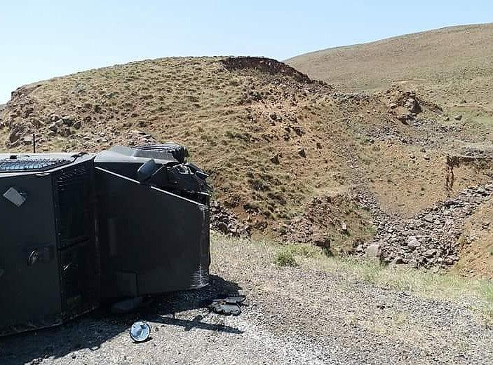 2018/07/askeri-arac-devrildi-4-asker-yarali-20180711AW44-4.jpg