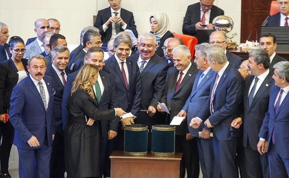 2018/07/turkiye-buyuk-millet-meclisi-tbmm-28-baskani-binali-yildirim--20180712AW44-5.jpg