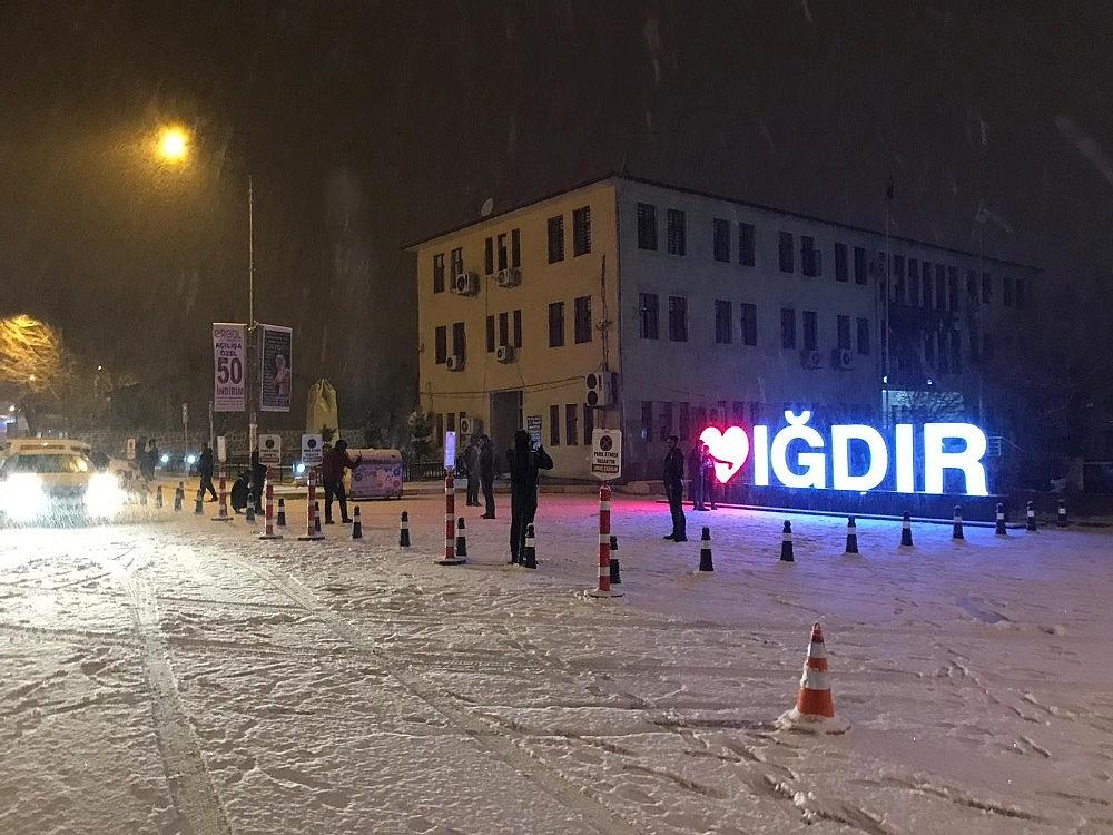 2019/01/2-yil-sonra-kar-goren-vatandaslar-gobek-atti-20190113AW59-3.jpg