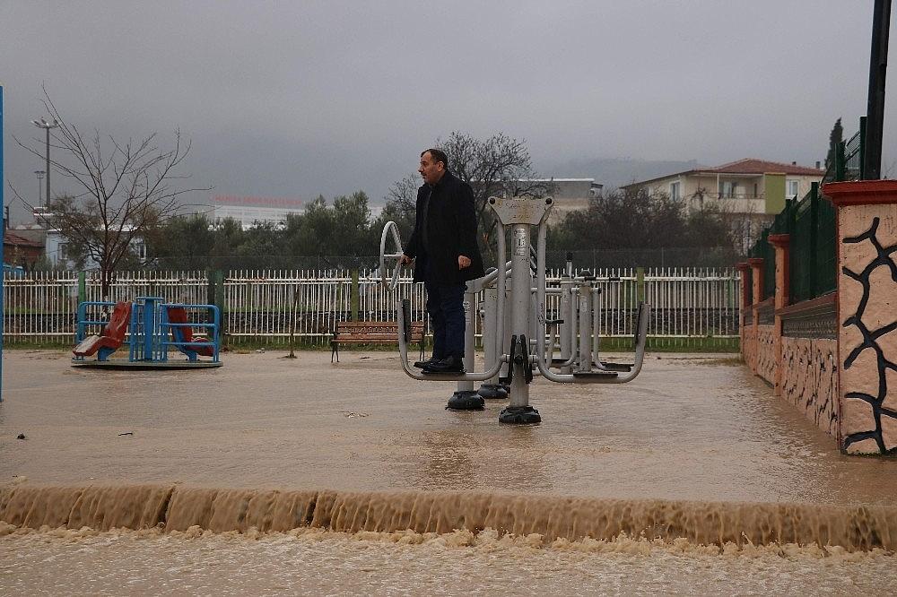 2019/01/manisada-zor-anlar-evler-sular-altinda-kaldi-20190111AW59-4.jpg