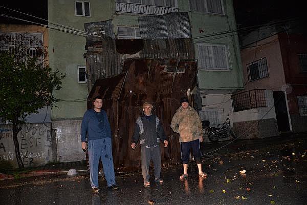 2019/01/mersinde-hayat-felc-oldu-yollari-su-basti-firtina-catilari-ucurdu-eeac89eba457-2.jpg