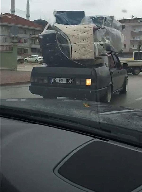 2019/01/otomobilin-uzerinde-koltuk-takimi-tasidi---bursa-haber-c3d59739741f-1.jpg