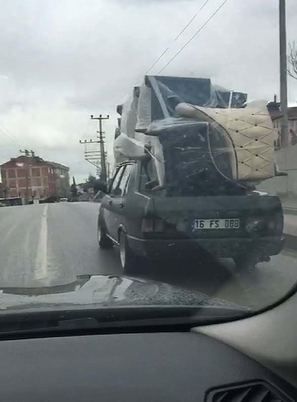 2019/01/otomobilin-uzerinde-koltuk-takimi-tasidi---bursa-haber-c3d59739741f-2.jpg