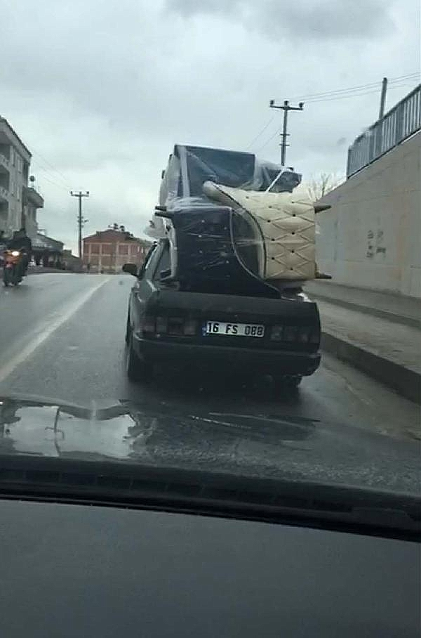 2019/01/otomobilin-uzerinde-koltuk-takimi-tasidi---bursa-haber-c3d59739741f-4.jpg