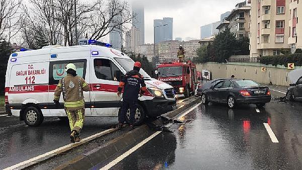 2019/01/yaralilara-ulasamayan-ambulansa-itfaiyeden-takozlu-yardim-e1bd0ed2b839-1.jpg