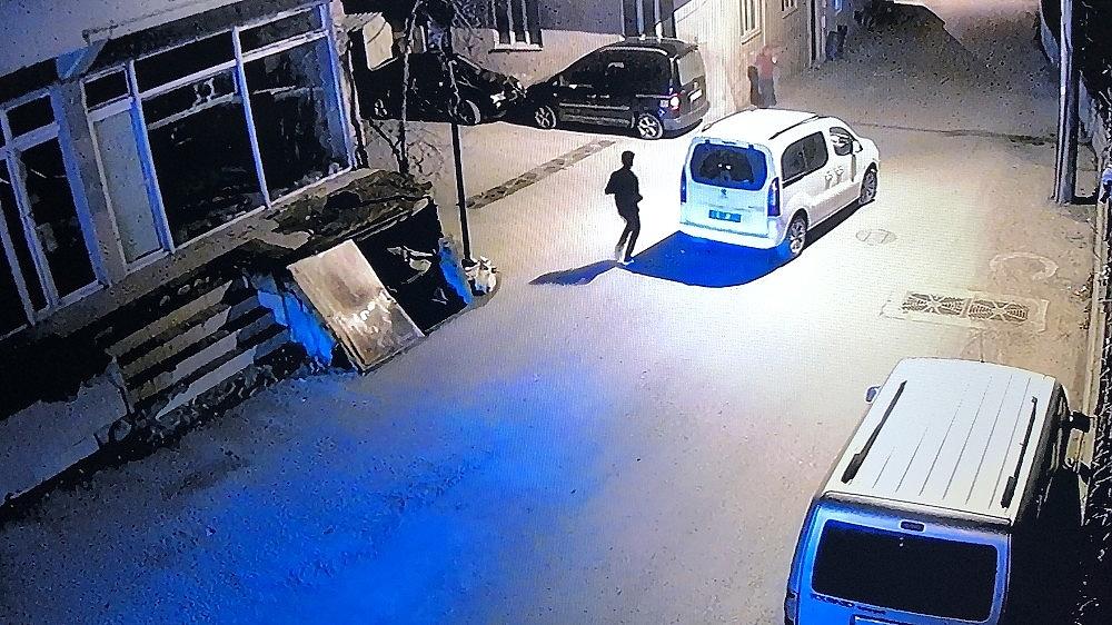 2019/02/4-yasindaki-cocuk-babasinin-elinden-kacinca-otomobilin-altinda-kaldi---bursa-haberleri-20190211AW61-4.jpg