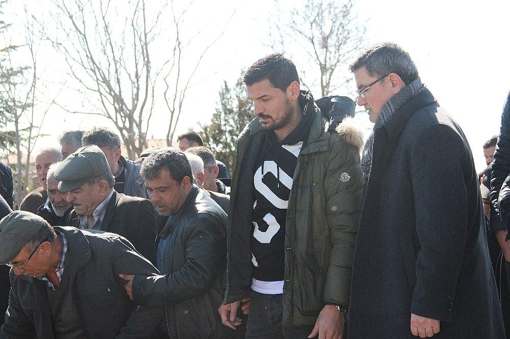 2019/02/eski-milli-futbolcu-onder-turacinin-aci-gunu-20190212AW62-6.jpg