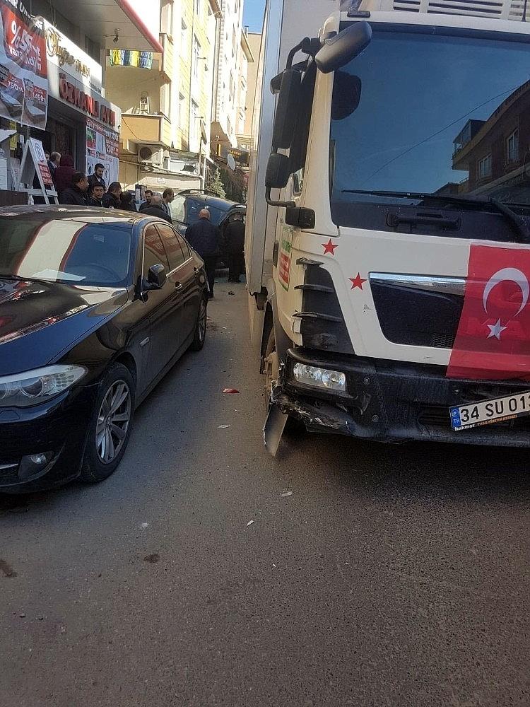 2019/02/freni-bosalan-kamyonun-ortaligi-savas-alanina-dondurdu-20190212AW62-5.jpg