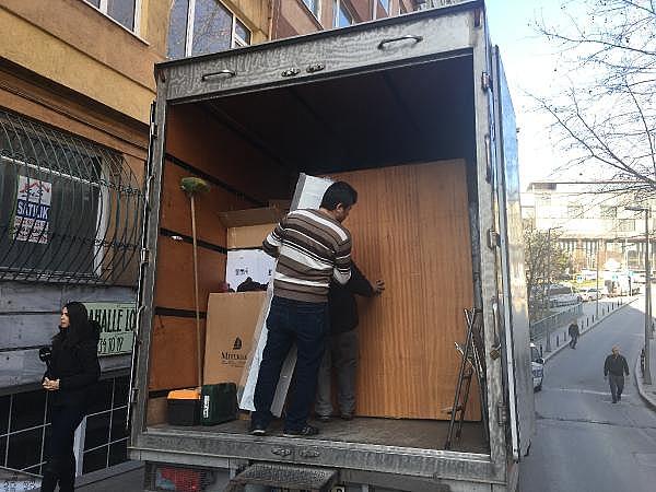2019/02/istanbulda-hareketli-anlar-binanin-kolonu-catladi-32bd43e25c22-5.jpg