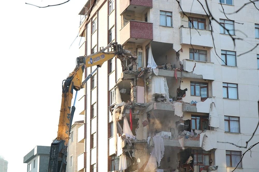 2019/02/kartalda-tahliye-edilen-yunus-apartmaninin-yikimina-yeniden-baslandi-20190211AW61-1.jpg