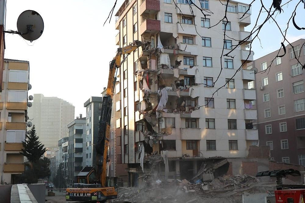 2019/02/kartalda-tahliye-edilen-yunus-apartmaninin-yikimina-yeniden-baslandi-20190211AW61-3.jpg