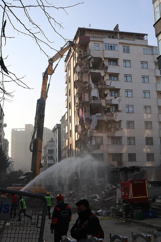2019/02/kartalda-tahliye-edilen-yunus-apartmaninin-yikimina-yeniden-baslandi-20190211AW61-5.jpg