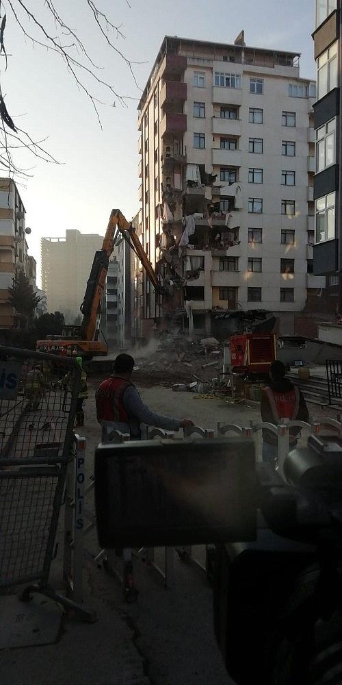 2019/02/kartalda-tahliye-edilen-yunus-apartmaninin-yikimina-yeniden-baslandi-20190211AW61-6.jpg