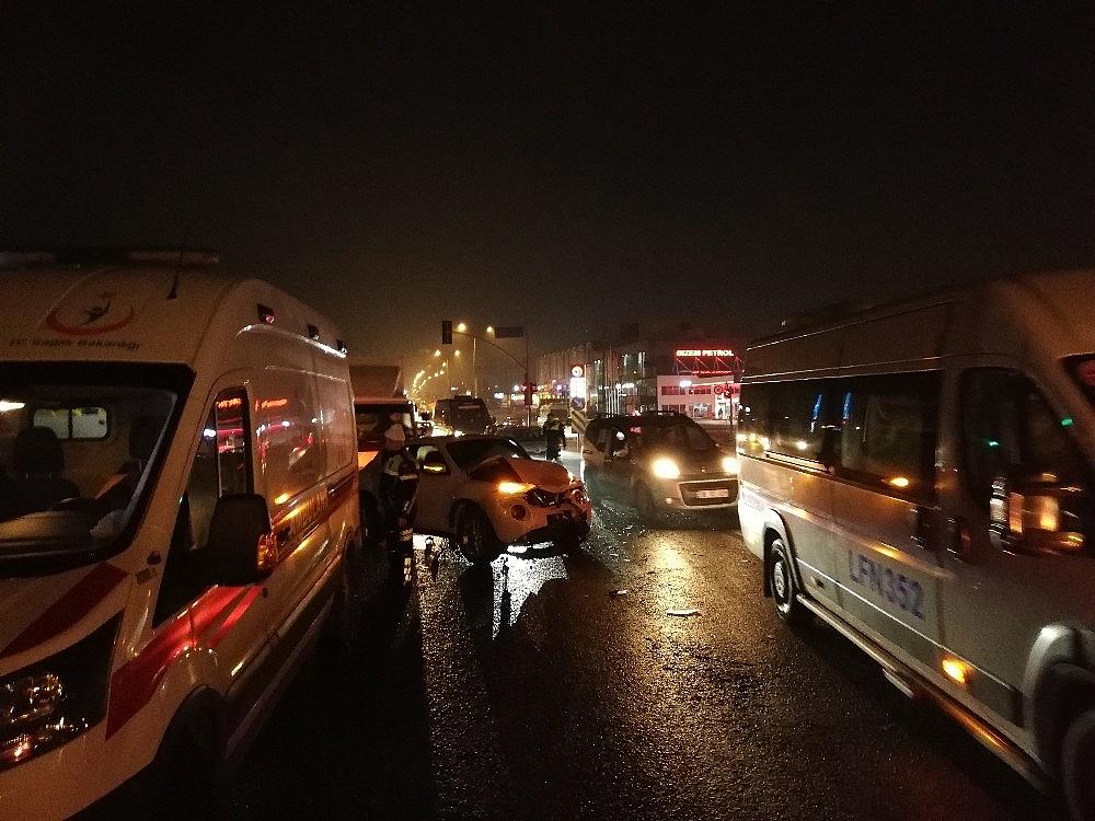 2019/02/ters-yonden-karsiya-gecmeye-calisan-arac-trafigi-birbirine-katti-20190211AW61-2.jpg