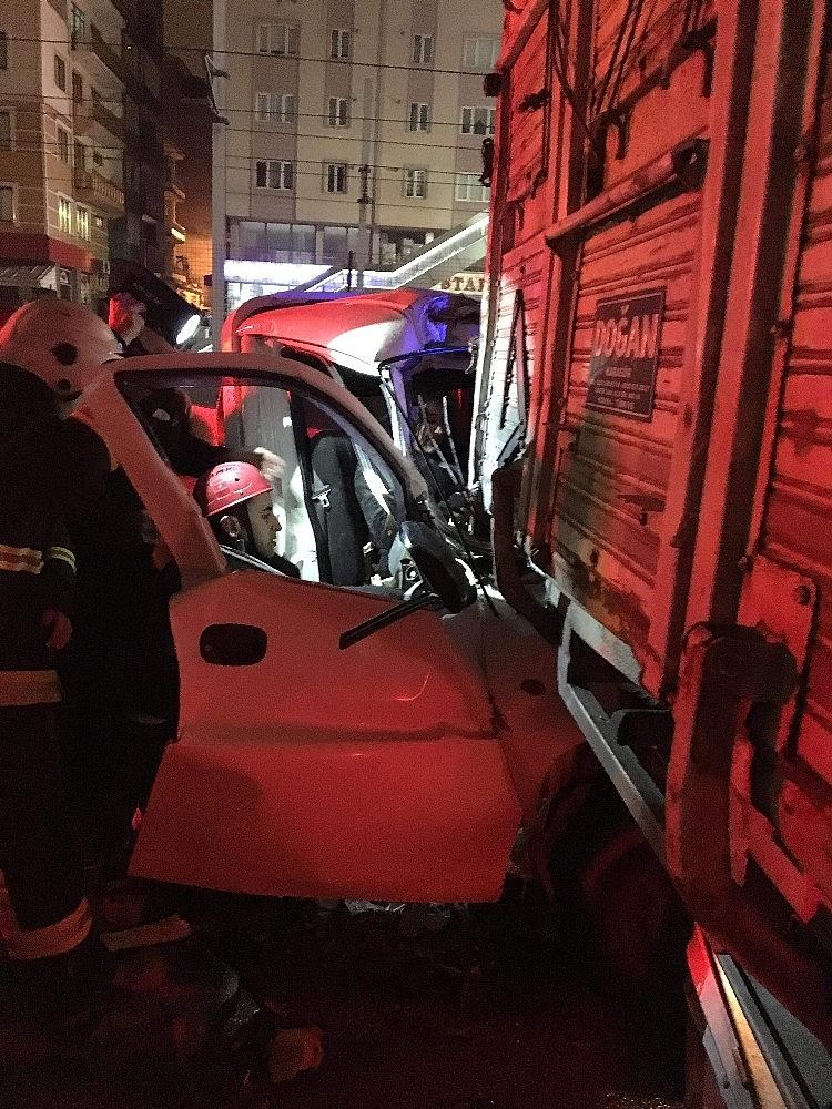 2019/03/bursada-kamyonetle-kamyon-carpisti---bursa-haberleri-20190316AW65-2.jpg