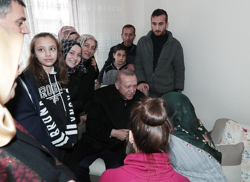 2019/03/cumhurbaskani-erdogandan-cat-kapi-cay-ziyareti-20190313AW64-2.jpg