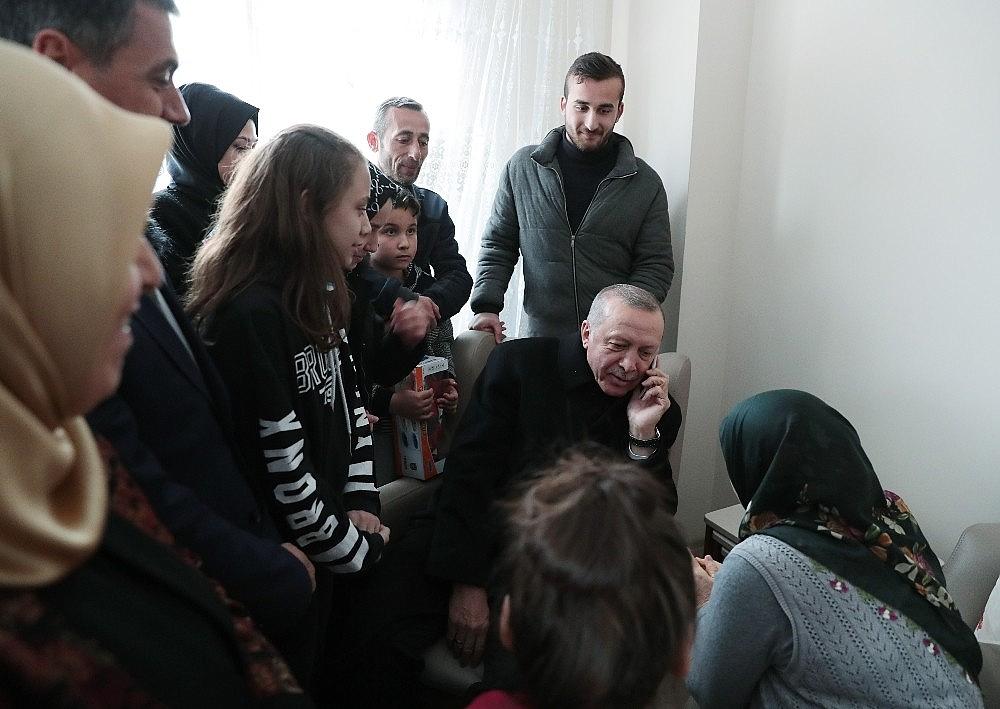 2019/03/cumhurbaskani-erdogandan-cat-kapi-cay-ziyareti-20190313AW64-3.jpg