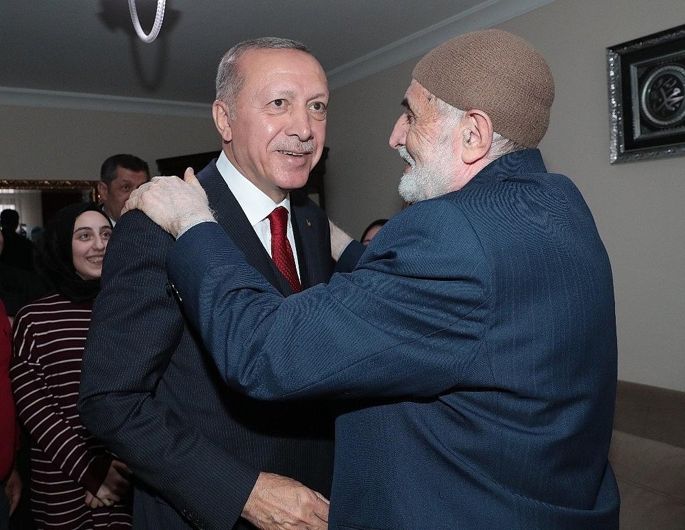 2019/03/cumhurbaskani-erdogandan-cat-kapi-cay-ziyareti-20190313AW64-5.jpg