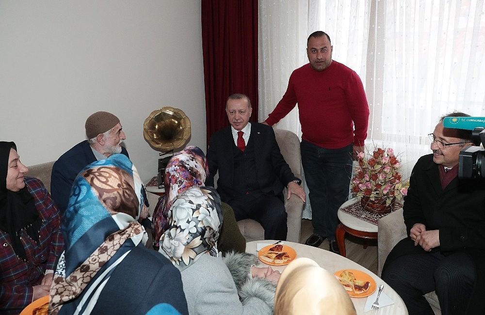 2019/03/cumhurbaskani-erdogandan-cat-kapi-cay-ziyareti-20190313AW64-6.jpg