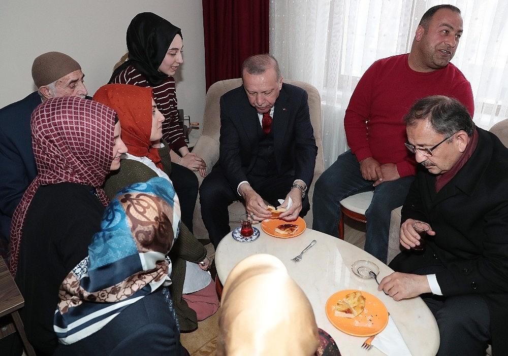 2019/03/cumhurbaskani-erdogandan-cat-kapi-cay-ziyareti-20190313AW64-7.jpg