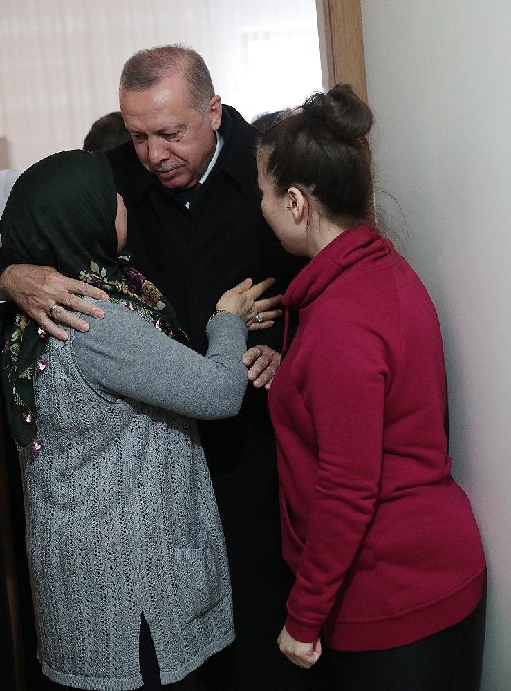 2019/03/cumhurbaskani-erdogandan-cat-kapi-cay-ziyareti-20190313AW64-8.jpg