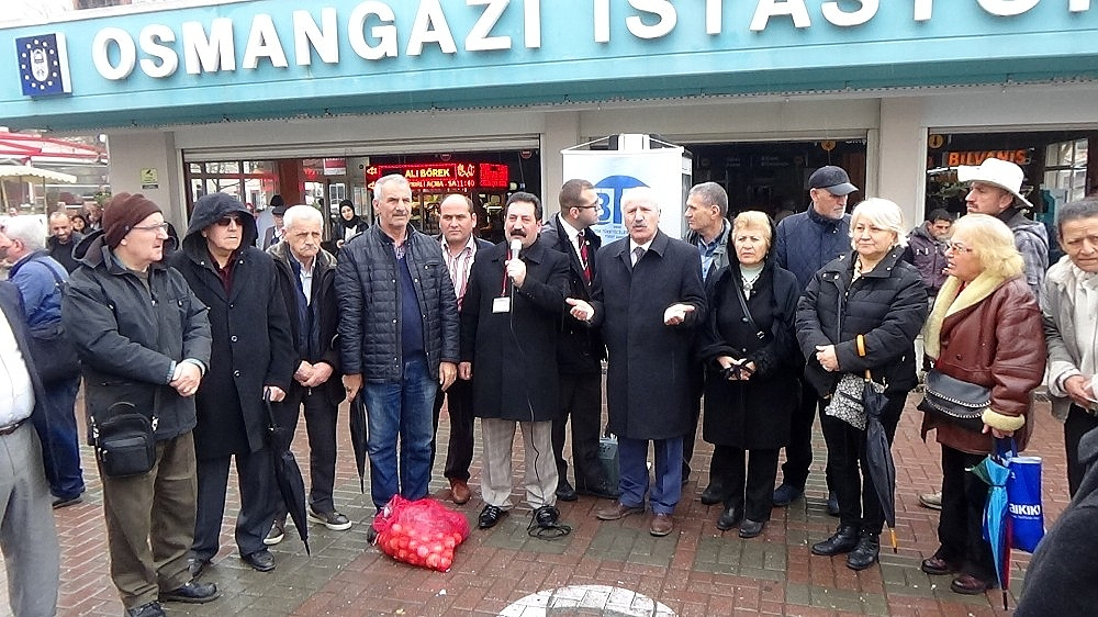 2019/03/ilginc-kutlama-vatandasa-taneyle-sebze-dagitti---bursa-haberleri-20190316AW65-1.jpg