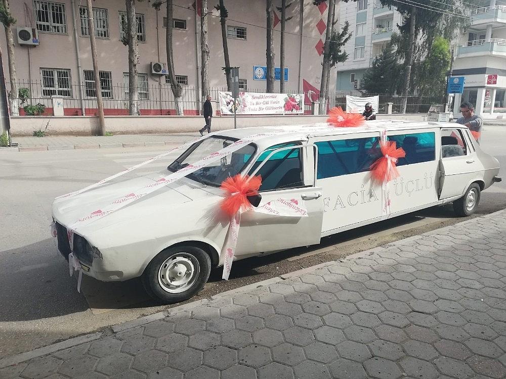 2019/04/1978-model-otomobili-limuzine-cevirip-gelin-arabasi-yapti-20190415AW67-1.jpg