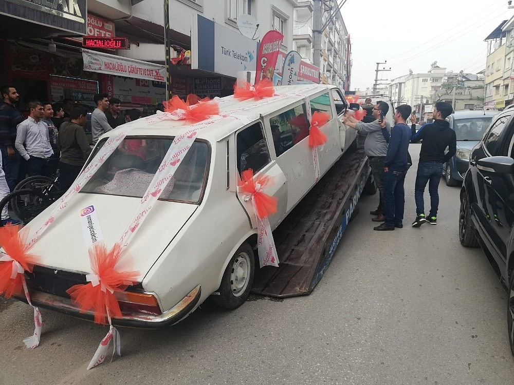 2019/04/1978-model-otomobili-limuzine-cevirip-gelin-arabasi-yapti-20190415AW67-3.jpg