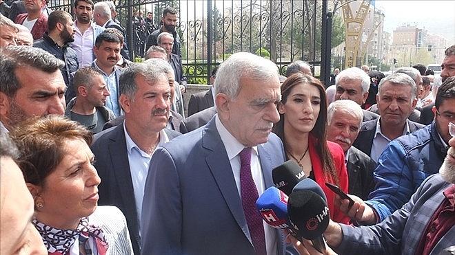 2019/04/ahmet-turkten-ilk-icraat-belediyede-izinler-kaldirildi-20190415AW67-2.jpg