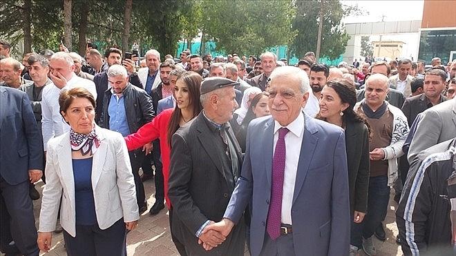 2019/04/ahmet-turkten-ilk-icraat-belediyede-izinler-kaldirildi-20190415AW67-3.jpg