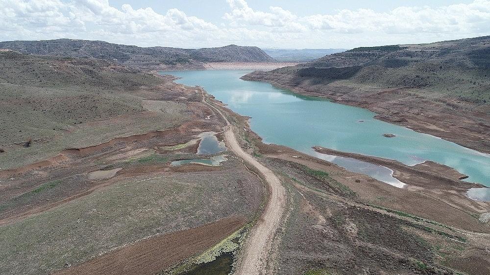 2019/04/baraj-kurudu-mezarlar-ortaya-cikti-20190415AW67-6.jpg