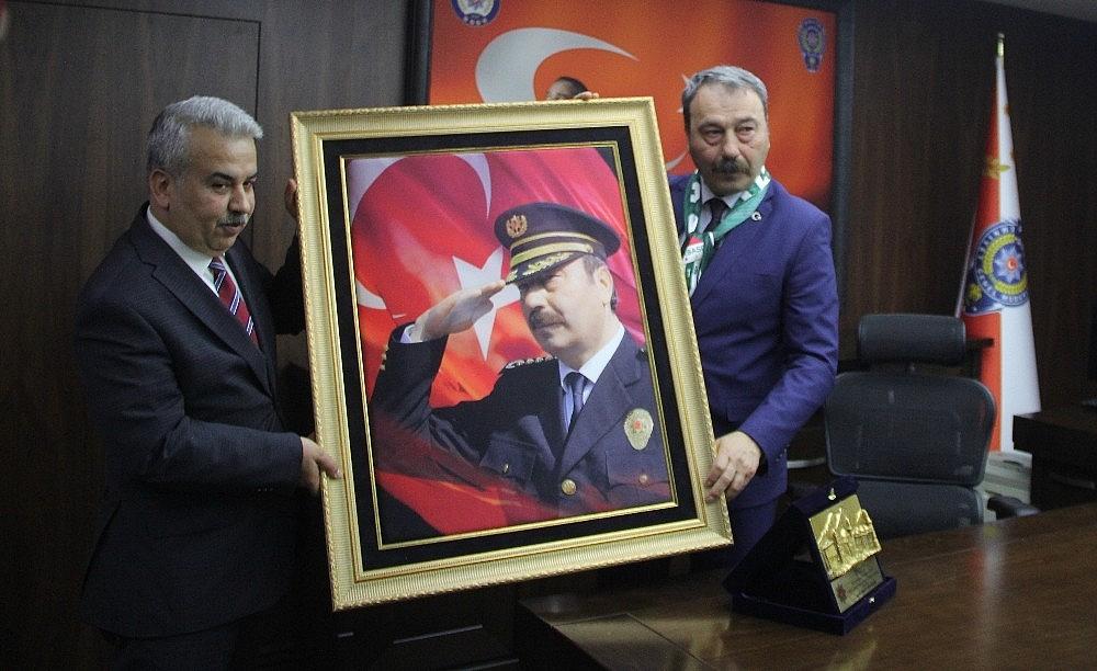 2019/04/bursa-il-emniyet-muduru-osman-ak-veda-etti---bursa-haberleri-20190415AW67-8.jpg