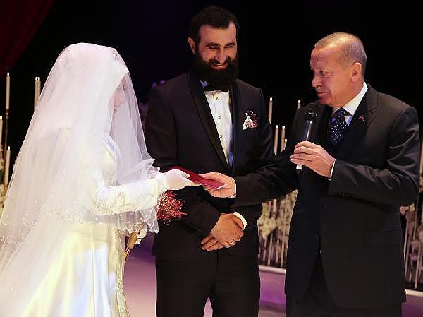 2019/04/cumhurbaskani-erdogan-nikah-sahitligi-yapti-dc6739aedc41-3.jpg