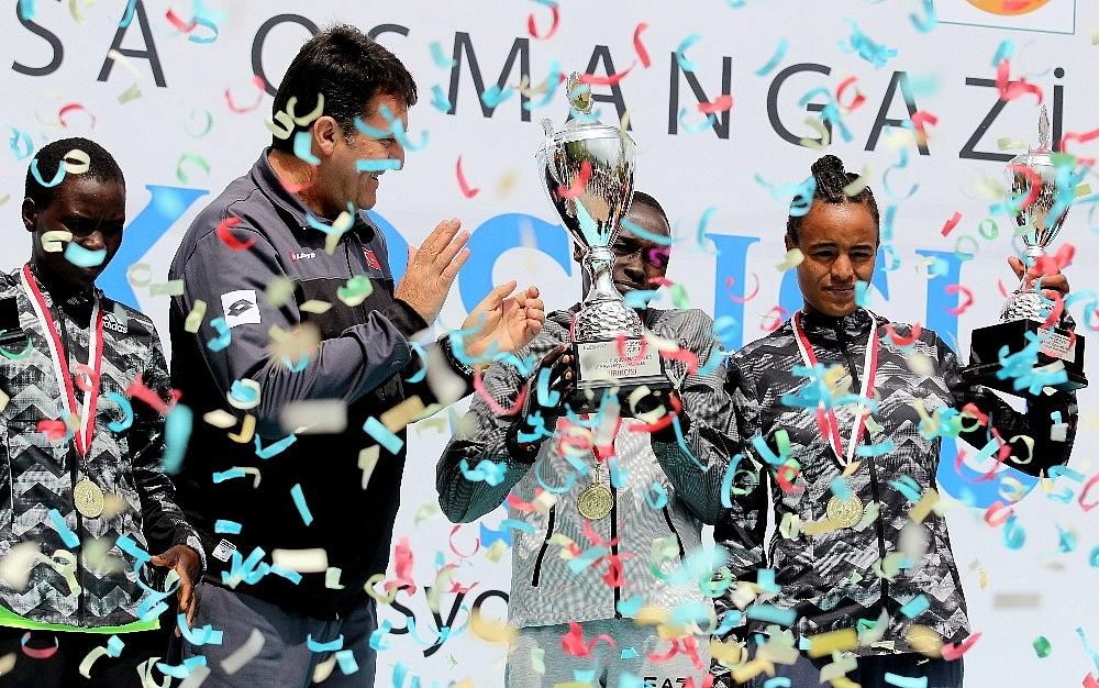 2019/04/tarihi-maratona-kenyali-damgasi---bursa-haberleri-20190414AW67-20.jpg