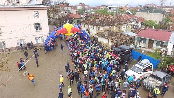2019/04/turkiyenin-en-buyuk-maraton-yarisi-iznik-ultra-sona-erdi---bursa-haberleri-968d17cb3c49-3.jpg