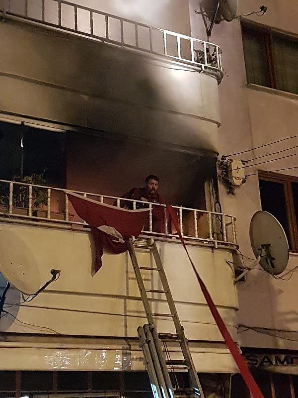 2019/05/5-katli-apartmanda-cikan-yanginda-14-kisi-dumandan-etkilendi-0a06d3d3cb5e-3.jpg