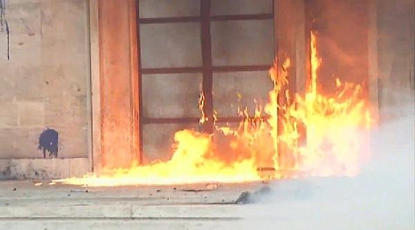 2019/05/arnavutlukta-basbakanlik-binasina-molotoflu-saldiri-419fd391769e-1.jpg