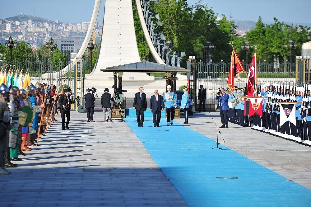 2019/05/cumhurbaskani-erdogan-abdulmehdiyi-resmi-toren-ile-karsiladi-20190515AW70-2.jpg
