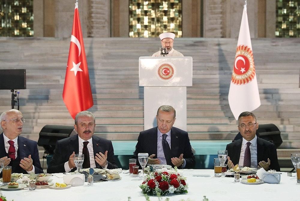 2019/05/cumhurbaskani-erdogan-gelin-buyuk-ve-guclu-turkiyeyi-birlikte-insa-edelim-20190521AW70-6.jpg
