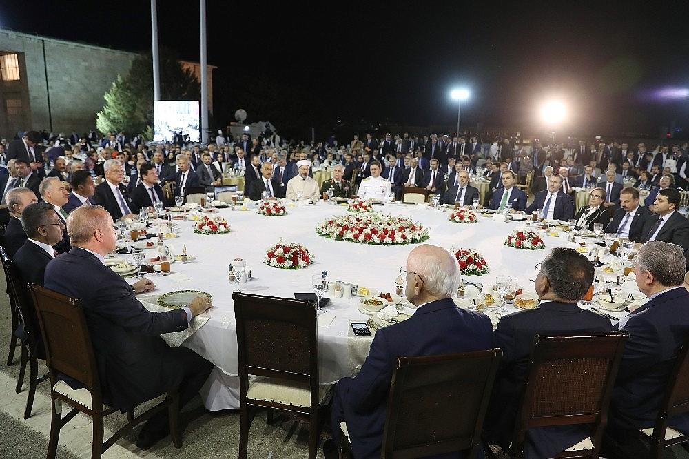 2019/05/cumhurbaskani-erdogan-gelin-buyuk-ve-guclu-turkiyeyi-birlikte-insa-edelim-20190521AW70-8.jpg