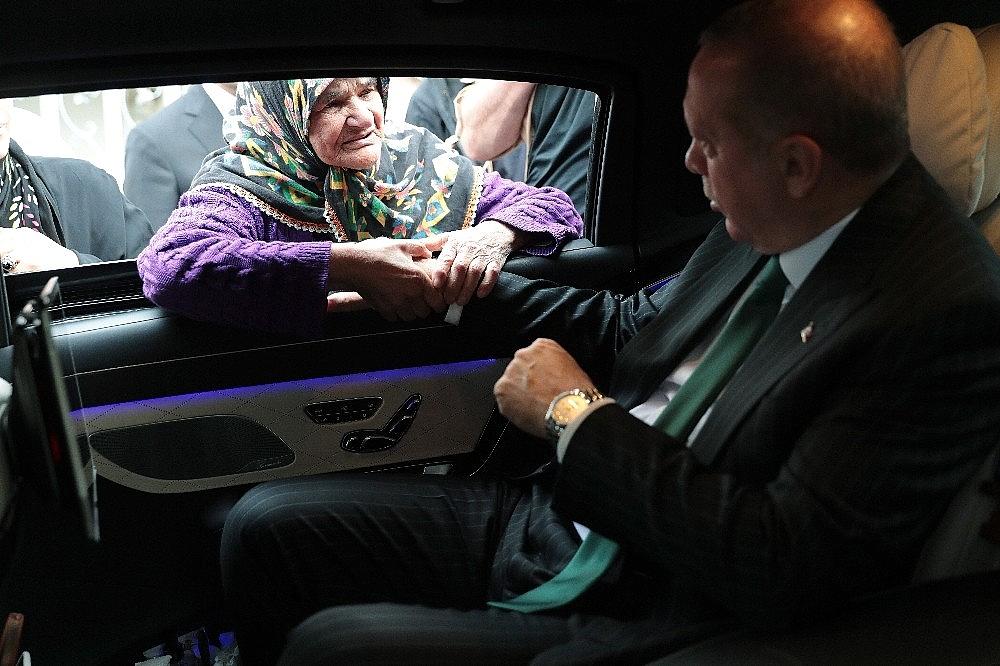 2019/05/cumhurbaskani-erdogan-ile-yasli-teyzenin-gulumseten-sohbeti-20190517AW70-1.jpg