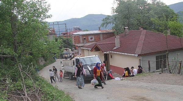 2019/05/heyelanli-mahalleden-gozyaslari-arasinda-tahliye-8c44c826bb39-5.jpg