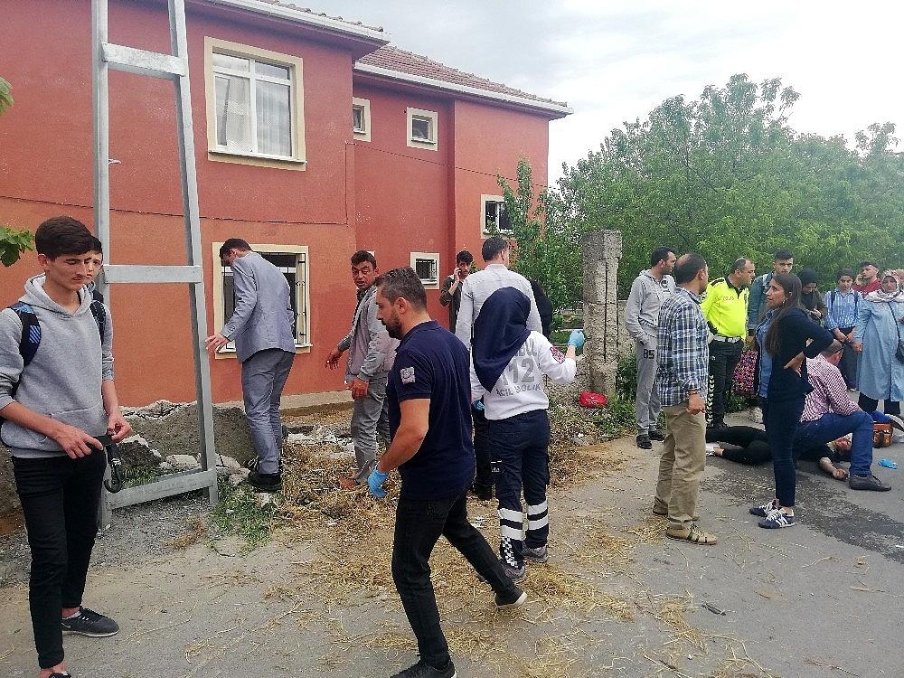 2019/05/istanbulda-drift-teroru-7-lise-ogrencisi-yaralandi-20190516AW70-4.jpg
