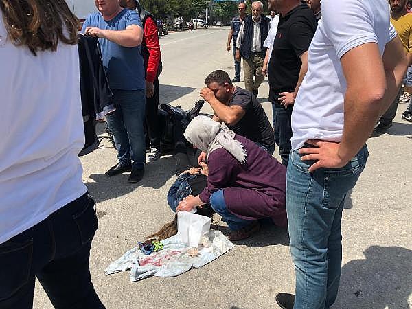 2019/05/kazada-esi-yaralandi-o-basindan-bir-an-olsun-ayrilmadi---bursa-haberleri-5069c93d14b7-5.jpg